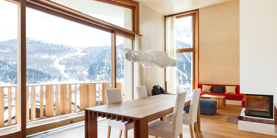 finestre chalet, chalet montagna, arredare casa montagna, scorrevoli legno, finestre legno, innova serramenti